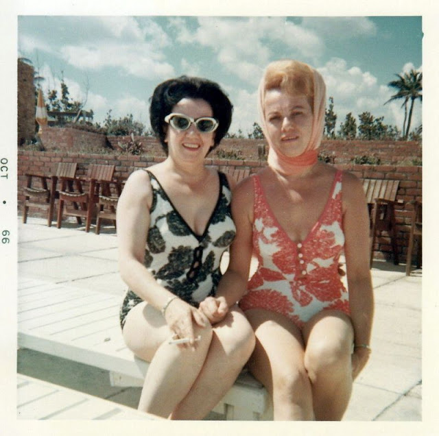 Girls in Swimsuits From the 1960s (29 pics)