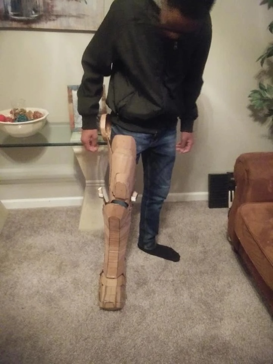 Iron Man Suit Made With Cardboard and Hot Glue (7 pics)