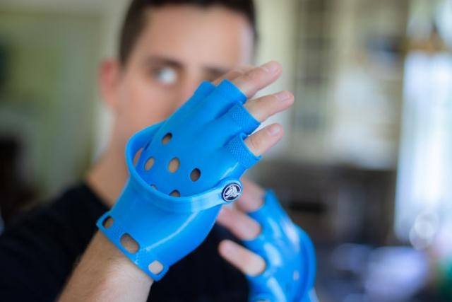 DIY Crocs Gloves (9 pics)