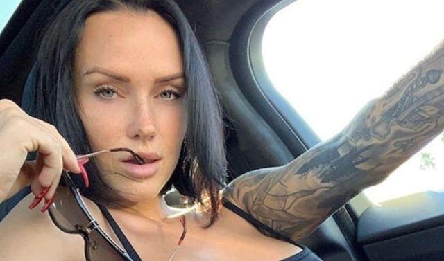 Very Hot Tattoo Girls (30 pics)