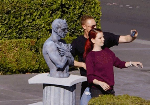 Don't Touch Living Statues (18 gfs)