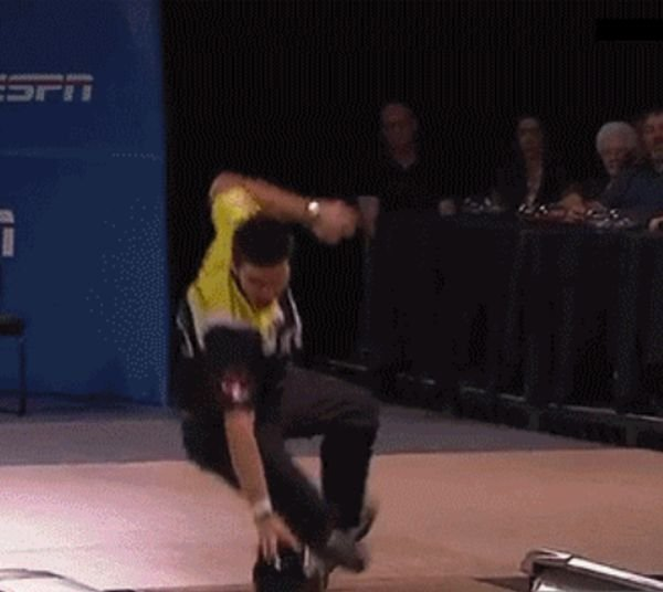 Tricky Bowling Situations (21 gifs)