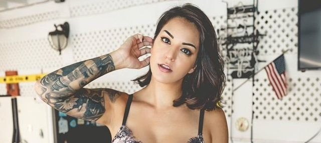 Girls With Underboob Tattoos (33 pics)