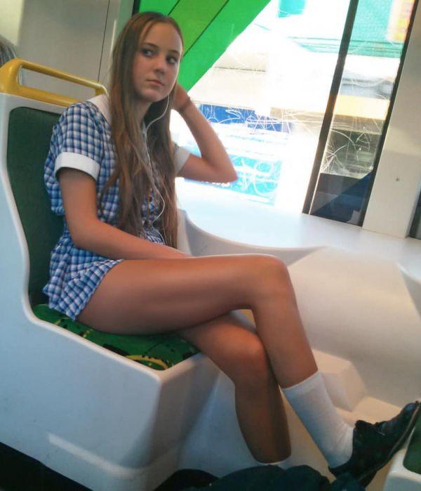 Hot Mini Skirt Mania  (40 Pics)