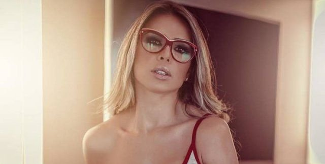 Girls In Glasses (51 pics)