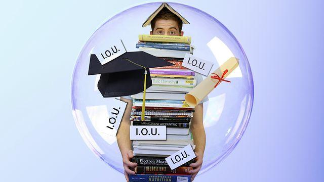Top 7 Reasons Students Go Into Debt During School