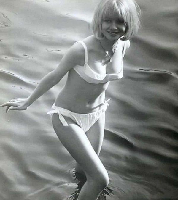 Back In The Day Bikini Fashion  (40 Pics)