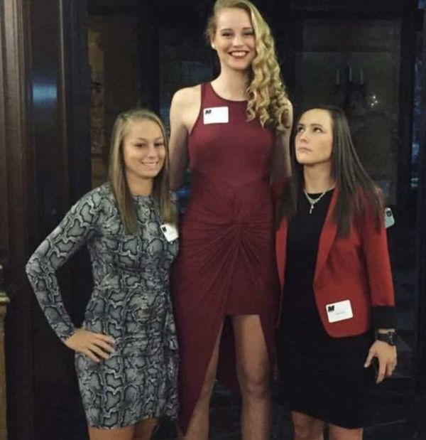 These Girls Are Tall AF (50 Pics)