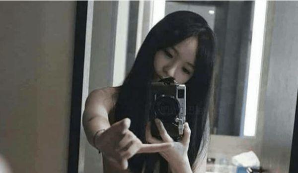 Minimal Coverage Selfies  (70 Pics)