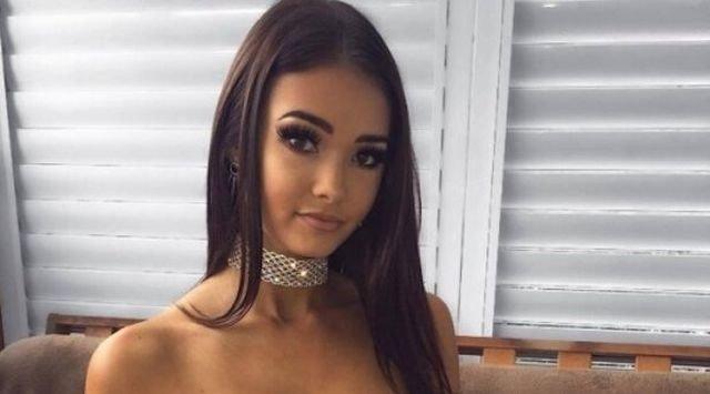 Girls Wearing Choker Necklaces (35 pics)