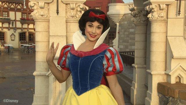 'Disneyland' Secrets From Former Employees (18 gifs)